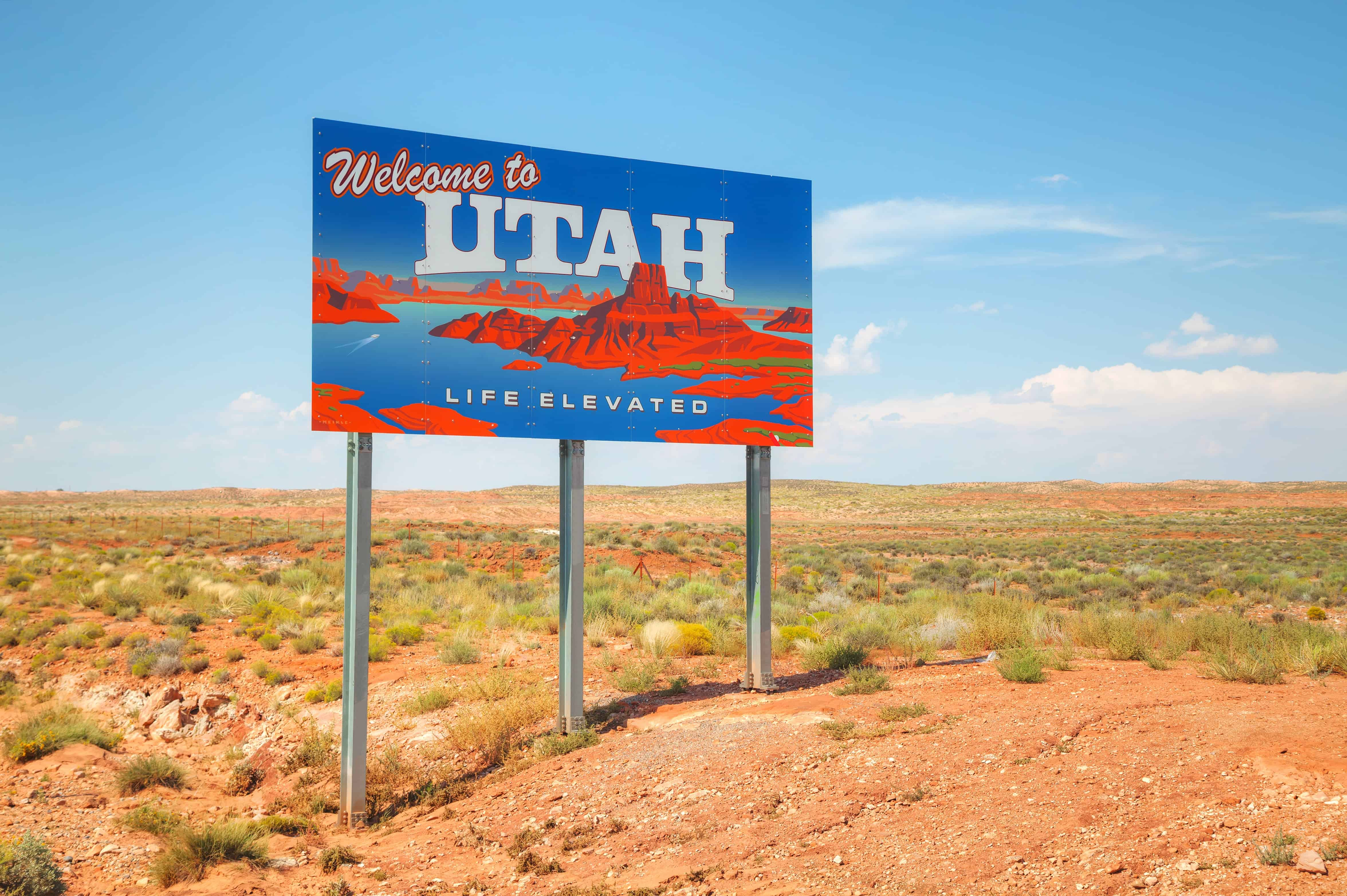 Image of Utah State line sign with text